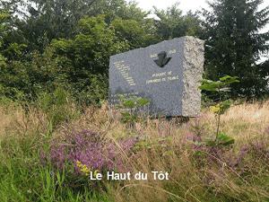 Photo du mémorial en l'honneur des Commandos de France au Haut-du-Tôt